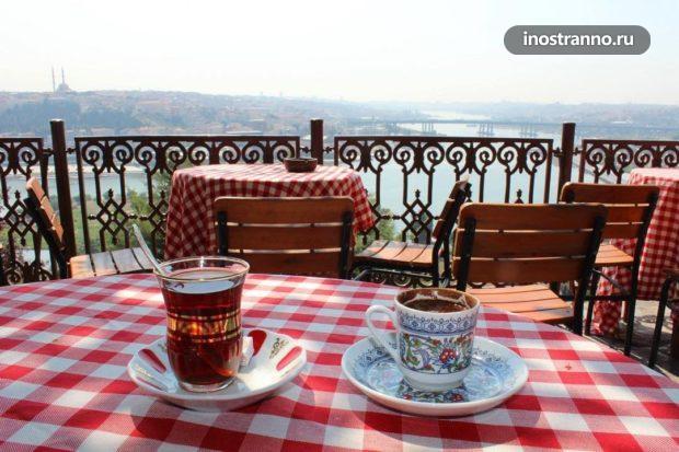 Нетуристическое кафе с Стамбуле со смотровой площадкой