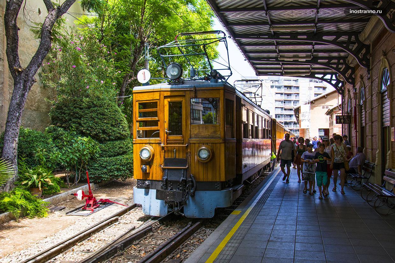 Старинный поезд до Сольера