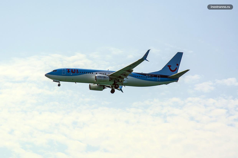 Самолет авиакомпании tui