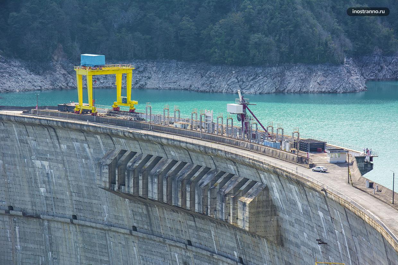 Гидроэлектростанция Ингурская ГЭС в Грузии