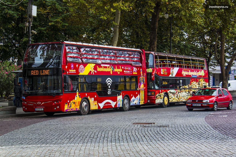 Туристический автобус в Тбилиси