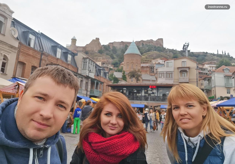 Фото с гидом в Тбилиси
