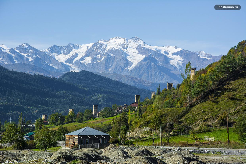 Сванские башни в Местии и ледник