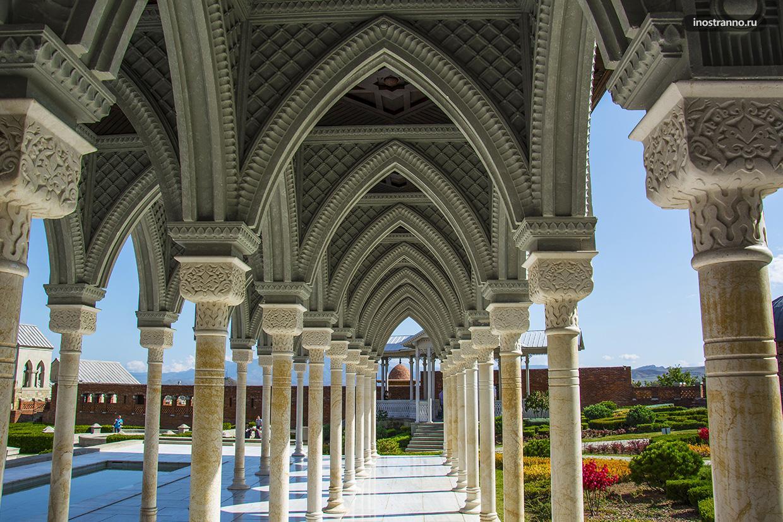 Красивая колоннада