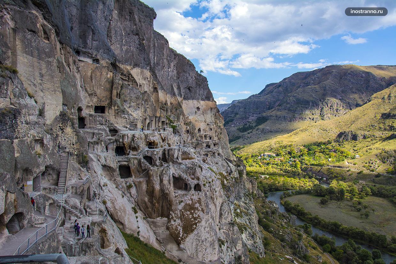 Грузинский пещерный город Вардзия