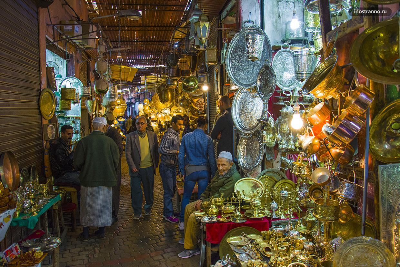 Лампы на рынке Марокко