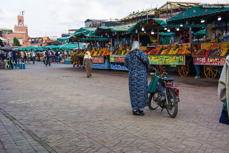 Площадь в Марракеше торговля