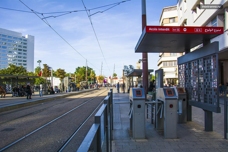 Остановка общественного транспорта в Касабланке