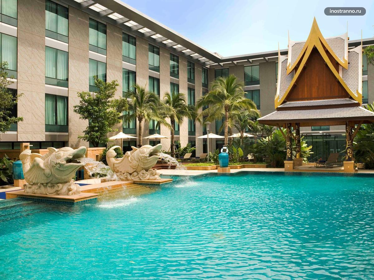 Novotel и бассейн в аэропорту Бангкока