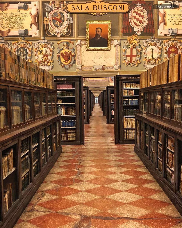 Архигимназия красивая библиотека в Болонье