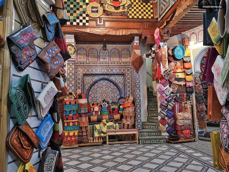 Кожаные сумки на рынке в Марокко и Фесе