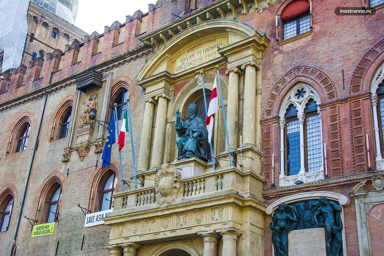 Палаццо д'Аккурсио интересная достопримечательность в Болонье