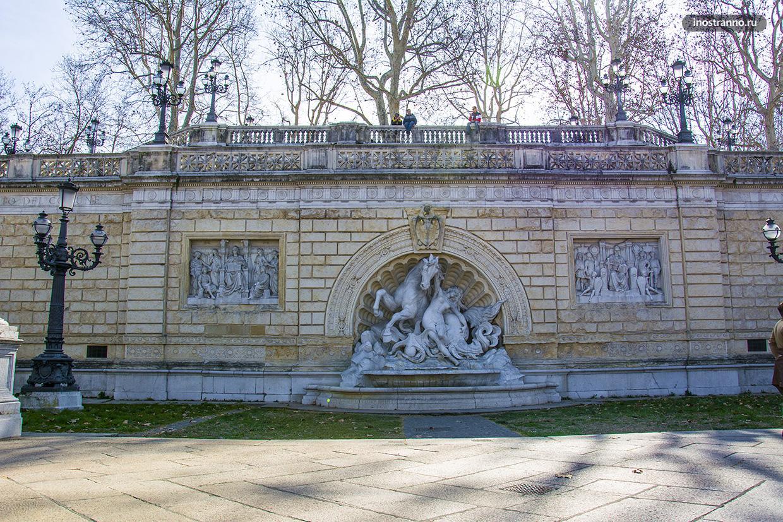 Сады Монтаньола в Болонье и красивая скульптура