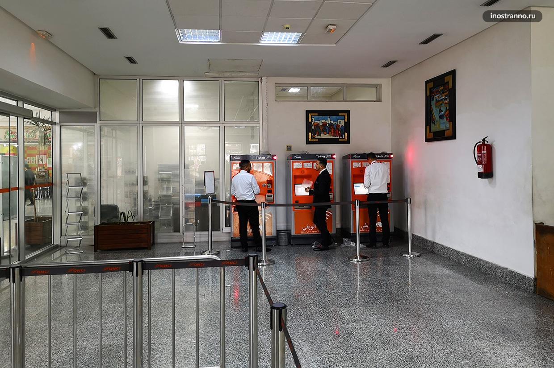 Автомат по продаже билетов на поезд на вокзале в Марокко, Касабланка