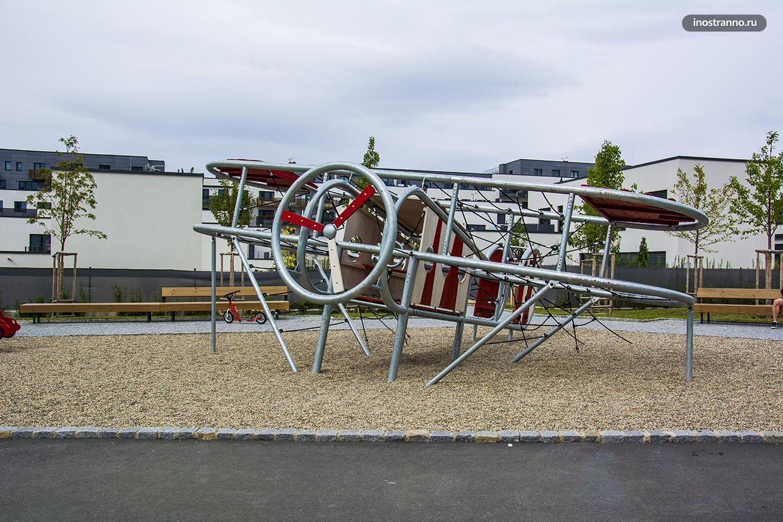 Детская площадка с самолетом