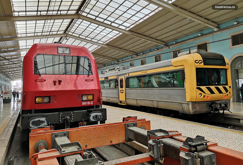 Поезд в Португалии и вокзал в Лиссабоне
