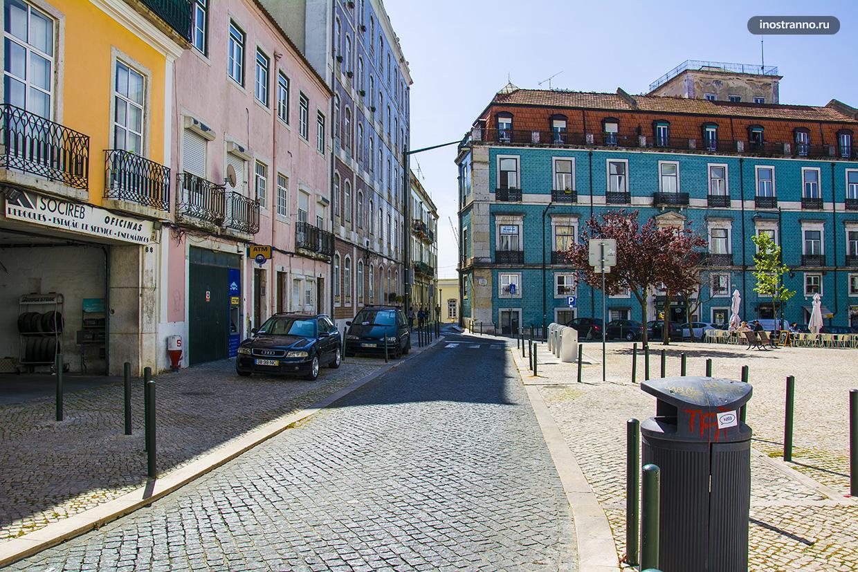 Дома и улица в Лиссабоне