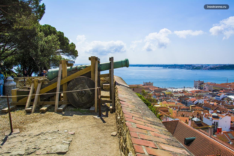 Замок в Лиссабоне достопримечательность
