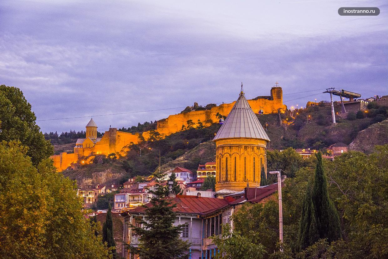 Крепость Нарикала в Тбилиси Ночью