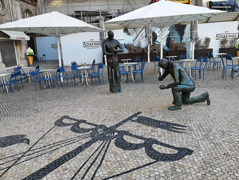 Необычная скульптура в Лиссабоне