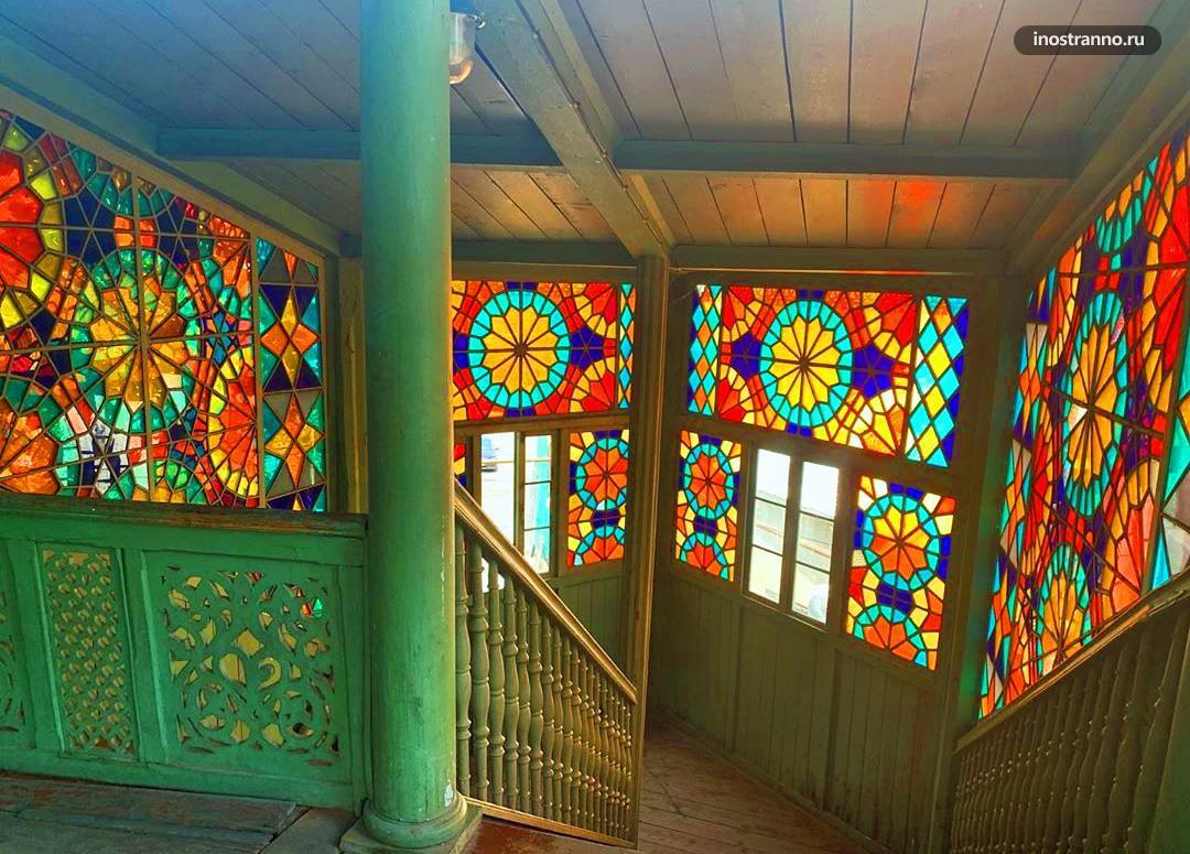 Красивая Парадная Калейдоскоп в Тбилиси