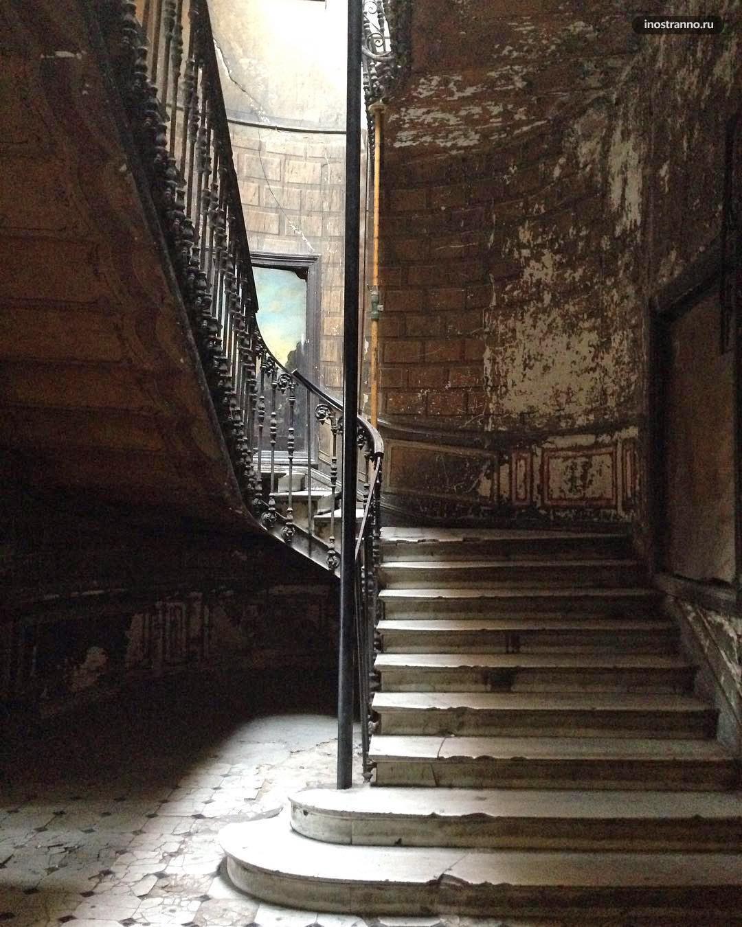 Парадная бывшего Hotel de Londres
