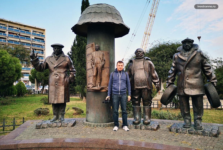Памятник героям фильма Мимино в Тбилиси