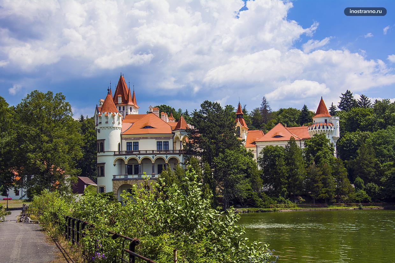 Замок с отелем Жинковы