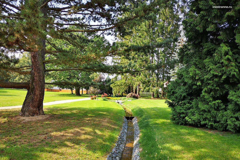 Парк у замка Ланы