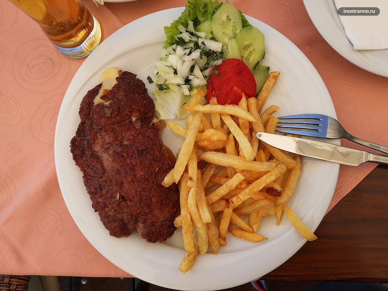 Балканское блюдо плескавица