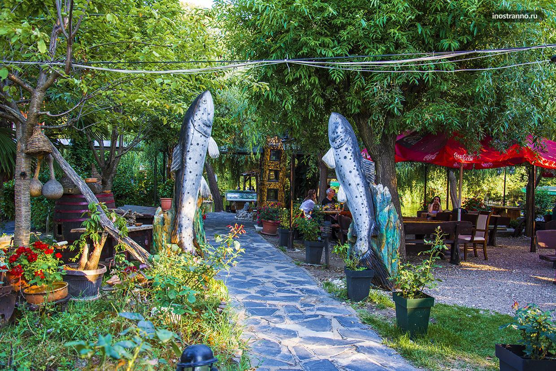 Рыбный ресторан в монастыре Святого Наума