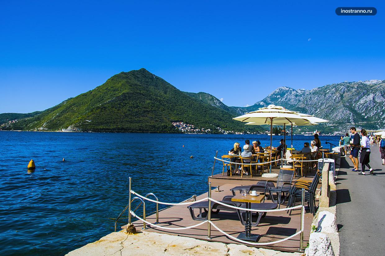 Ресторан с видом на море в Перасте