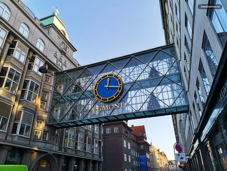 Большие настенные часы в Копенгагене