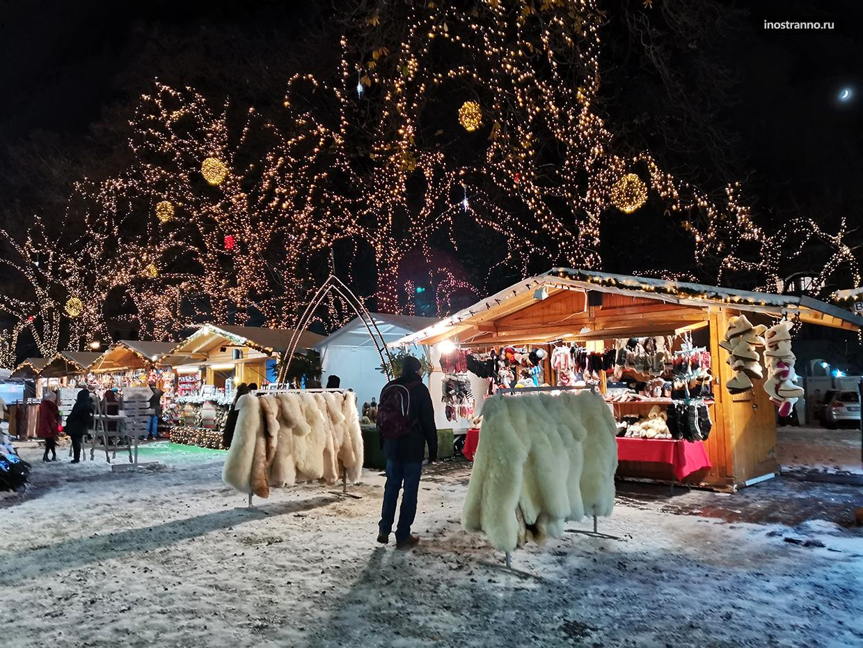 Рождественский рынок в Будапеште ночью