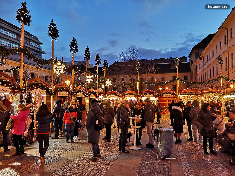 Рождественский рынок на площади Республики в Праге