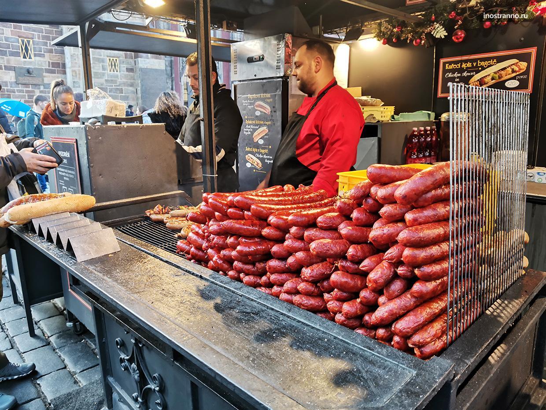 Колбаски на рынке в Праге