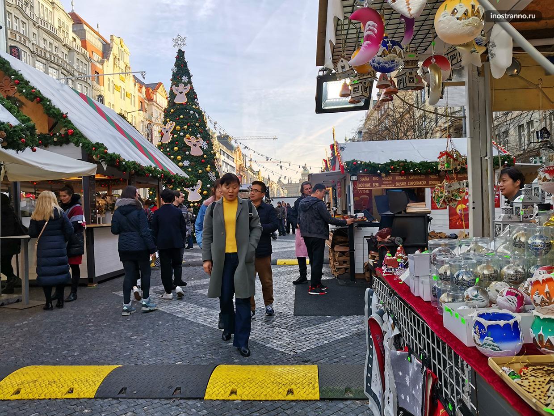 Рождественская ярмарка на Вацлавской площади в Праге