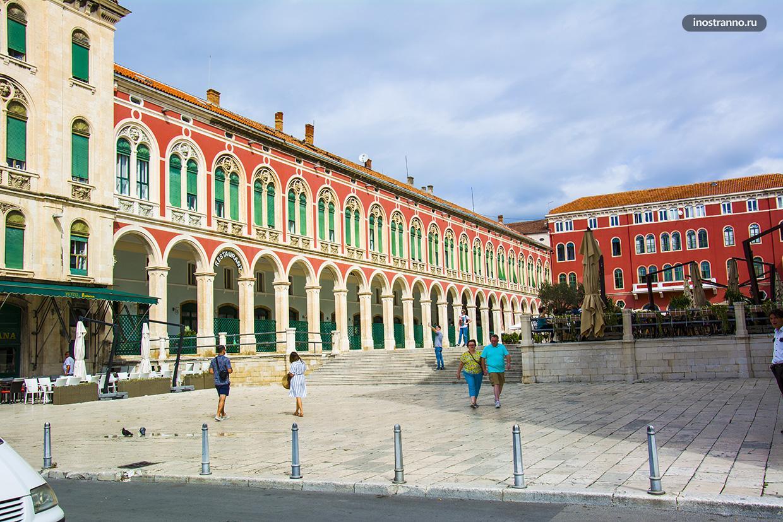 Красивая городская площадь в Сплите