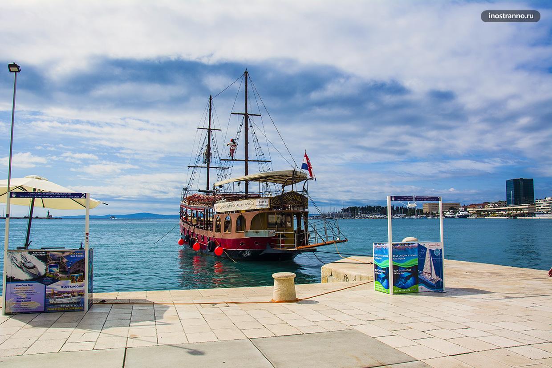 Туристический кораблик на Адриатике