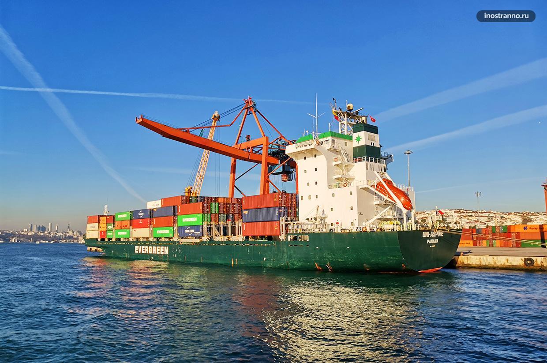 Грузовой порт в Стамбуле