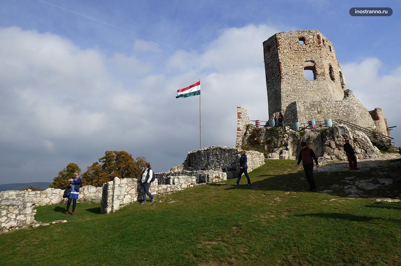 Красивый замок Чеснек недалеко от Будапешта