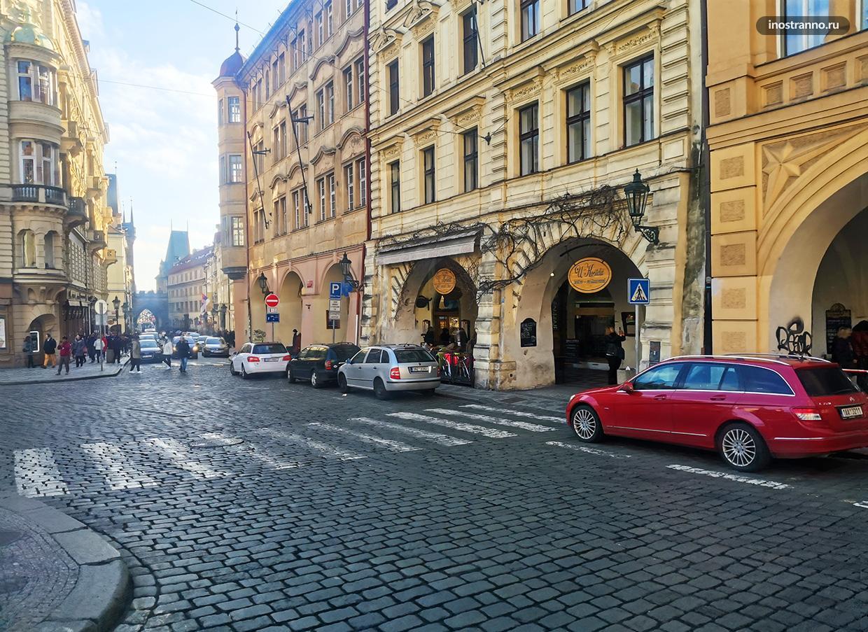Малостранская площадь в Праге