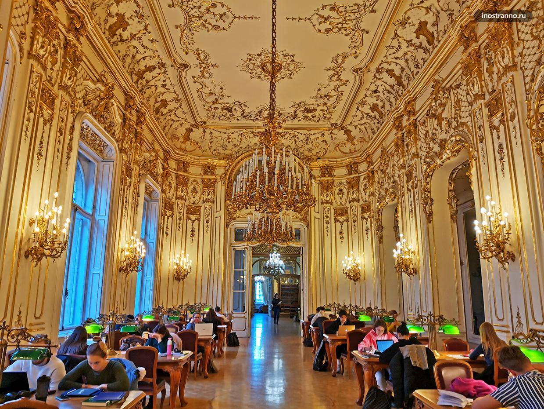 Красивая библиотека Эрвина Сабо в Будапеште