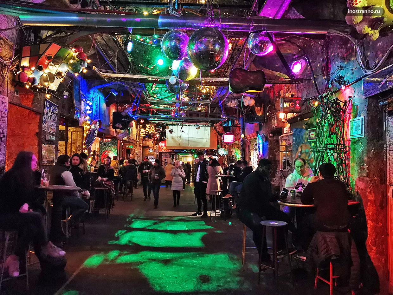 Руин-бар Симпла Керт в Будапеште