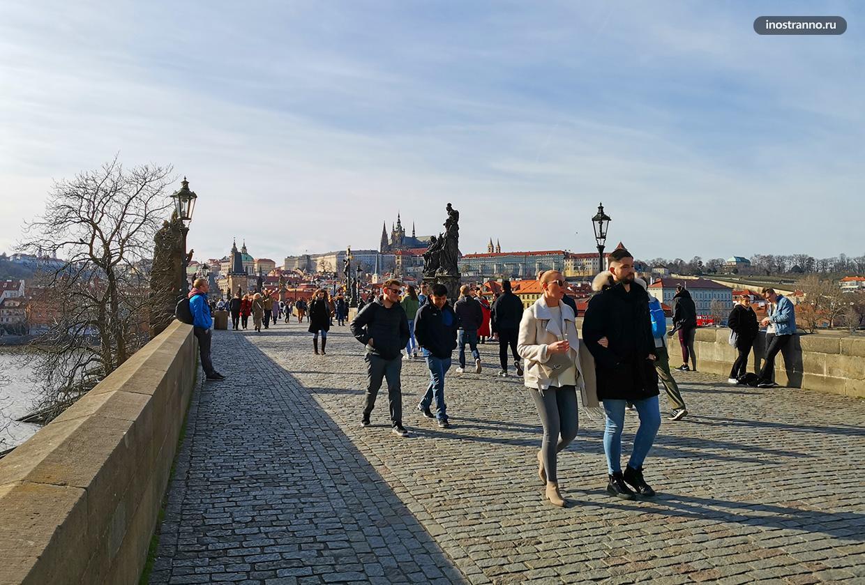Карлов мост в Праге весной
