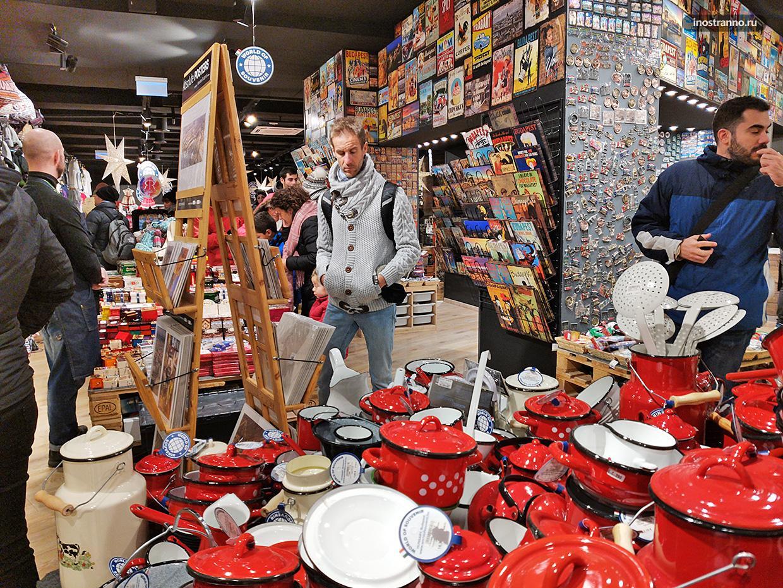 Магазин World Of Souvenir в Будапеште