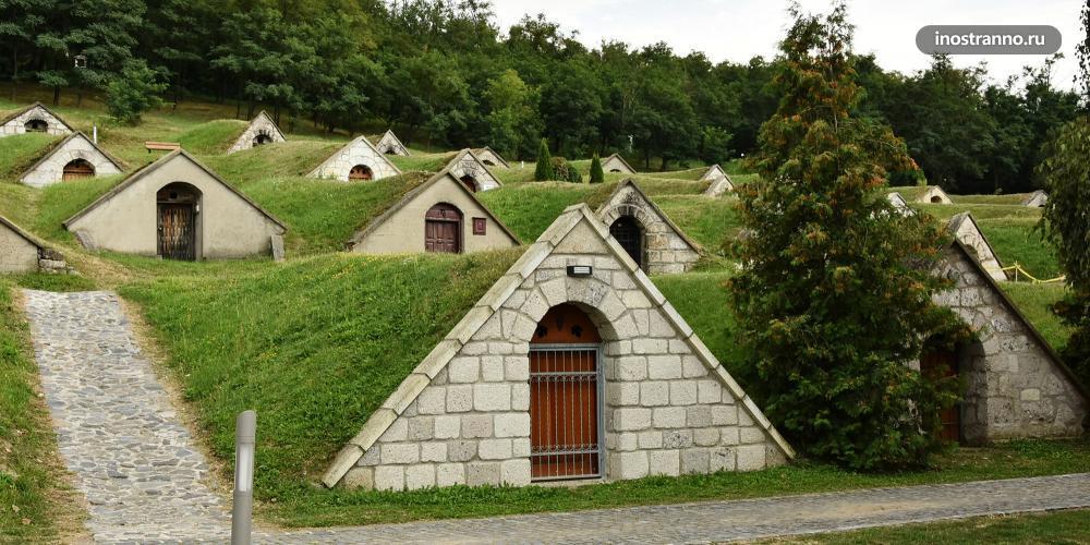 Херцегкут красивый городок с винными погребками в Венгрии