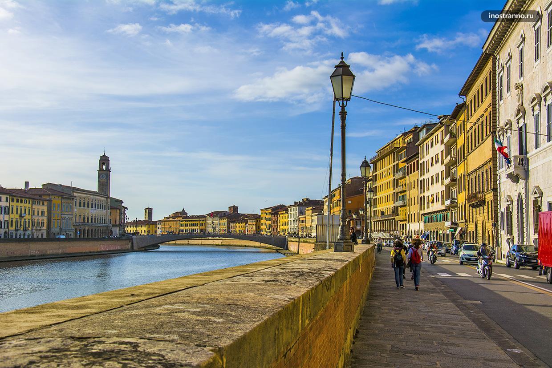Река Арно в Пизе и набережная