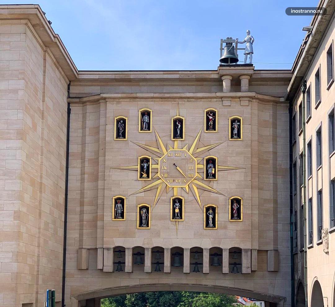 Карильон и часы Дворца династий