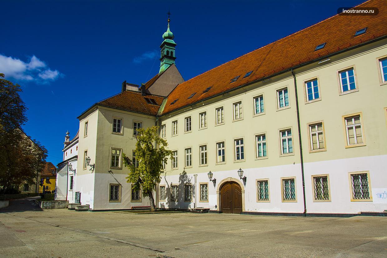 Дворец Кловича в Загребе